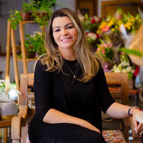 ALEXIA FLORES APRESENTA SUA CARREIRA DE SUCESSO